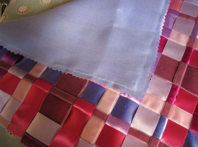 Инструкции за изработка на възглавница от сатенени панделки