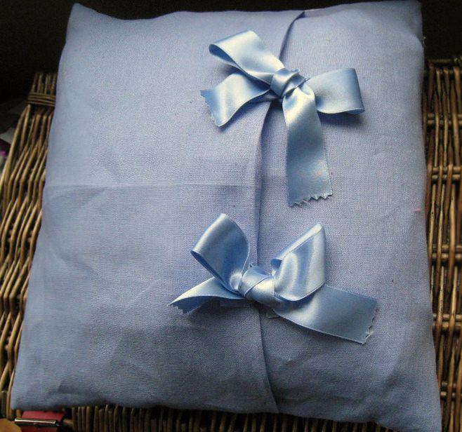 възглавница от сатенена панделка