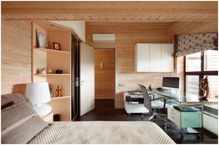 спалня за гости в интериора на къщата, изработена от ламиниран фурнирен дървен материал