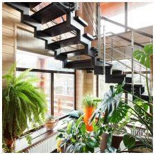Интериор на къщата, изработен от залепен ламиниран дървен материал 200 кв. m-2