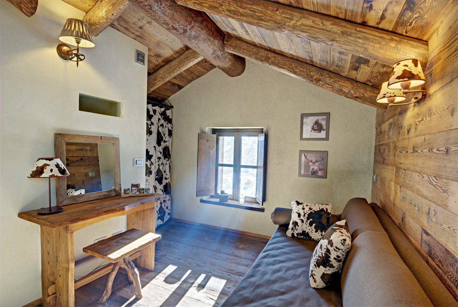 Интериор на къща в стил шале
