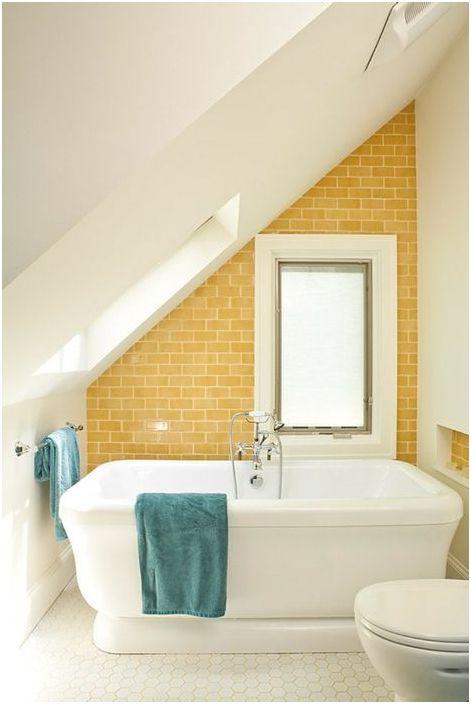 Слънчев малък интериор за баня