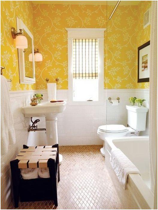 Жълт тапет в банята