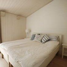 Интериорът на малка частна къща в борова гора-4