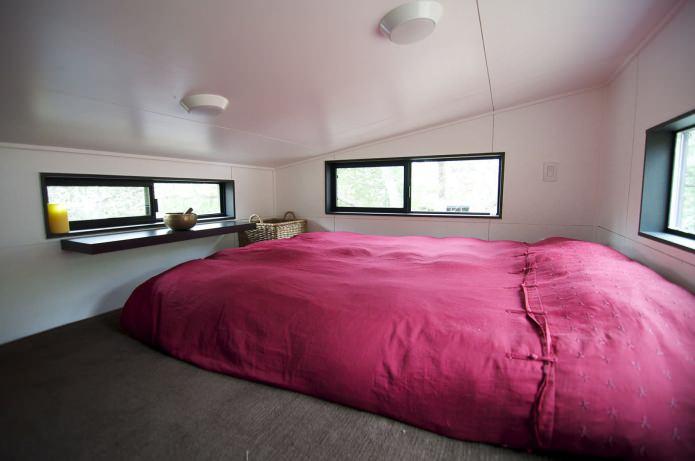 спалня в интериора на мобилен дом