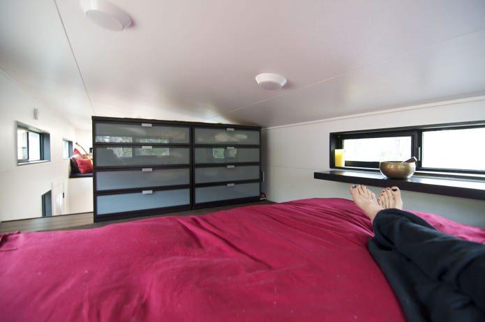 спалня в мобилен домашен вагон с ремарке