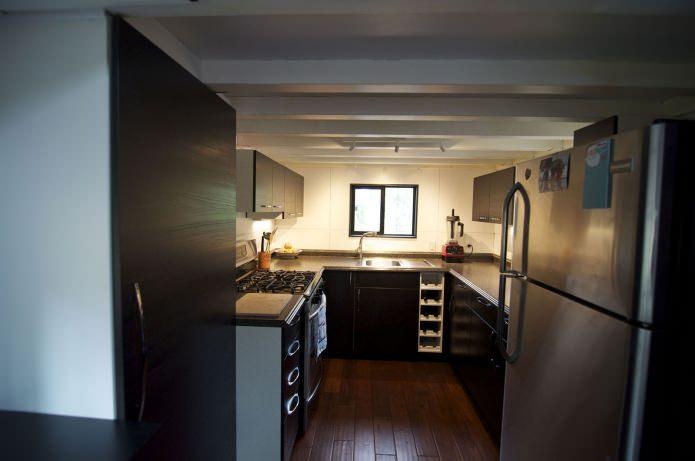 кухня в интериора на мобилен дом