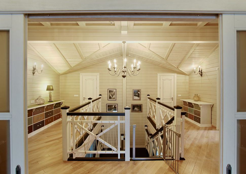 Wnętrze wiejskiego domu z drewna klejonego warstwowo 270 mkw. m.