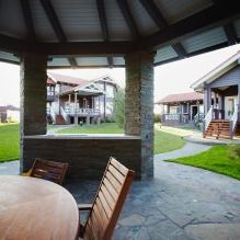 Wnętrze wiejskiego domu z drewna klejonego warstwowo 270 mkw. m-2