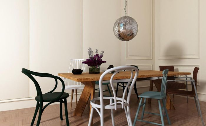 Различни столове в интериора