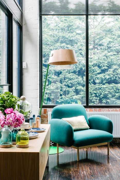 Стилно кресло в ярки цветове