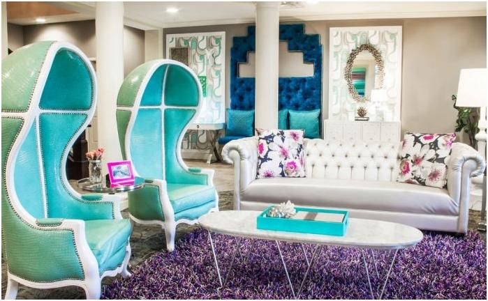 turkusowe kolory we wnętrzu salonu