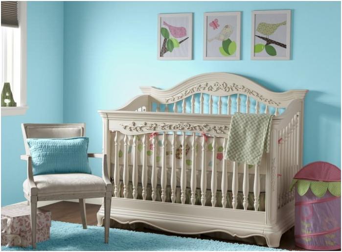 интерьер детской для новорожденного с бирюзовыми стенами