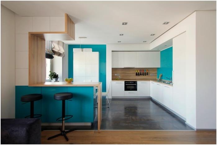 wnętrze kuchni z blatem barowym w kolorze turkusowym