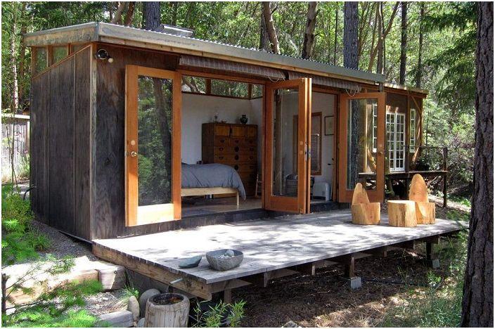 Une décoration de maison incroyablement simple dans une zone forestière vous donnera l'occasion de vraiment vous détendre et de gagner en force.
