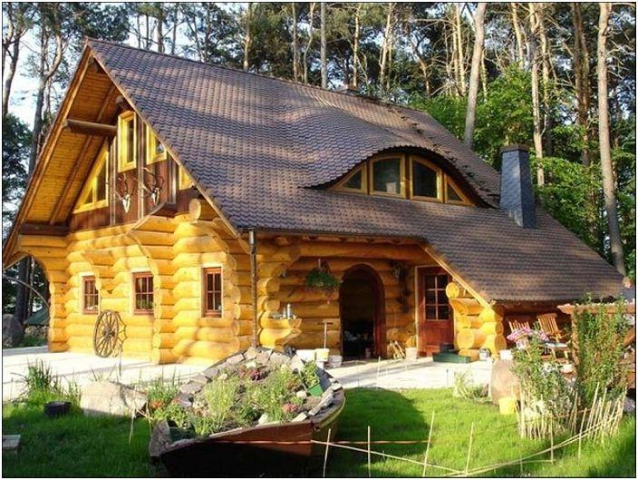 Une ambiance fabuleuse apparaîtra certainement si vous vivez dans une maison en bois aussi fantastique.