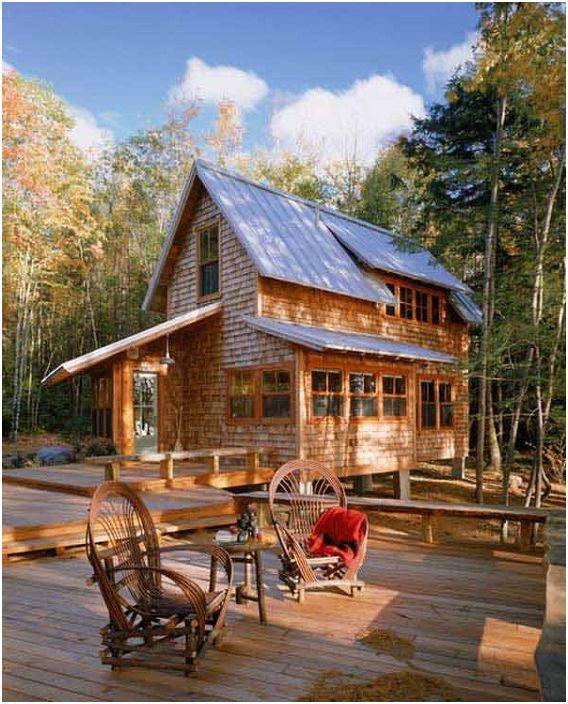 Une jolie maison avec une coque en bois et un pont ouvert vous permettra de passer plus de temps à l'extérieur, surtout les jours ensoleillés.