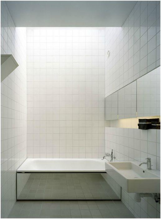 Огледален екран под банята.