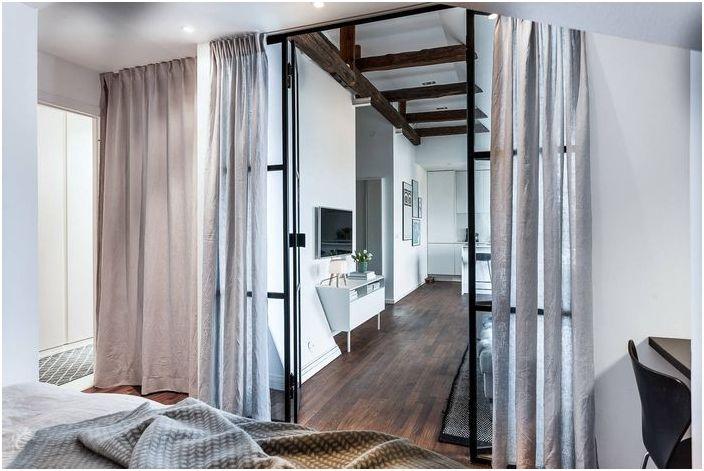 Изглед от спалнята към интериора