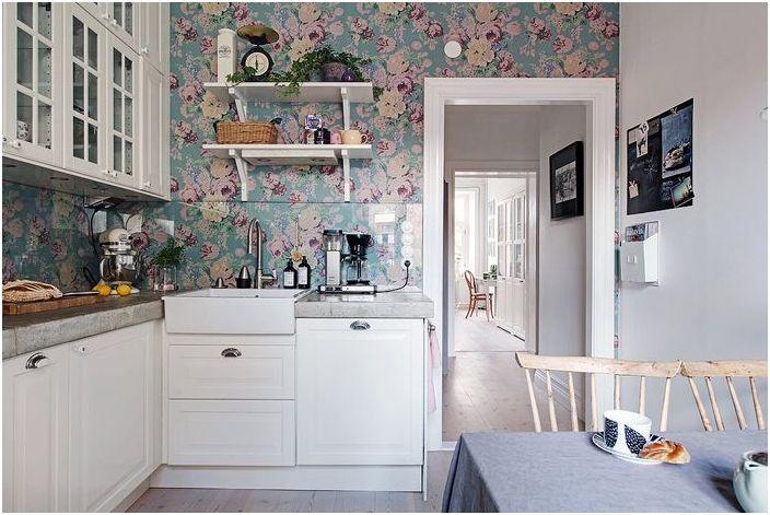 Пролетен кухненски интериор