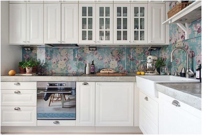 Стилен интериор на малка кухня