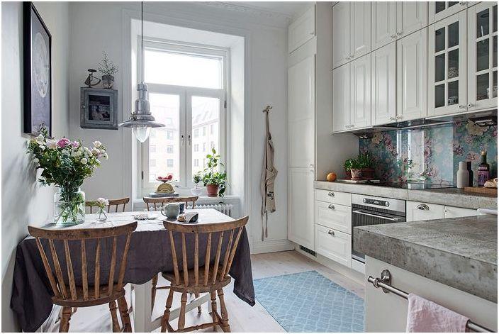 Малка и много уютна кухня