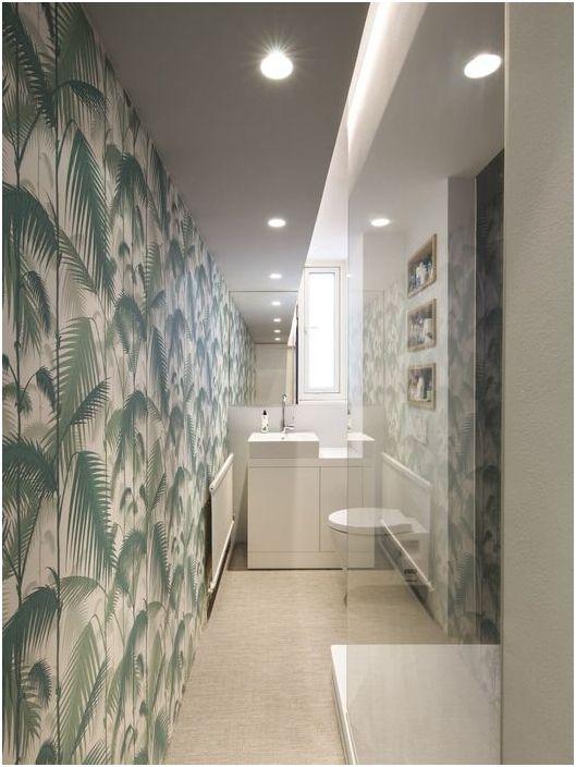 Тесен интериор за баня