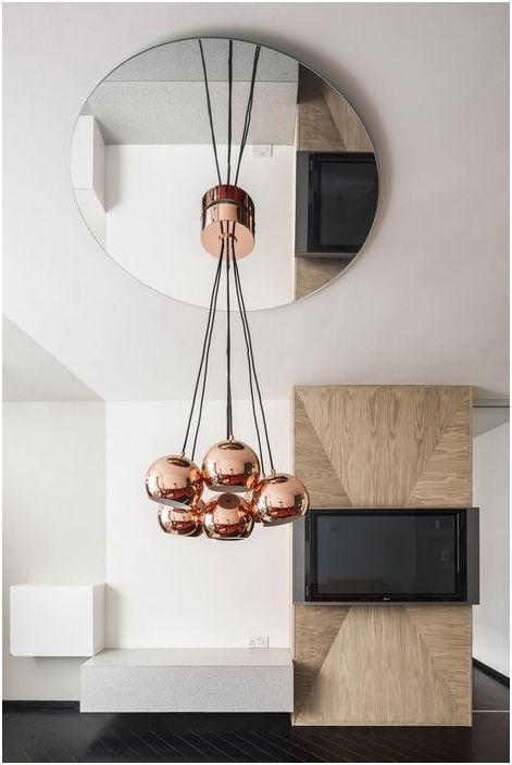 Медни лампи в хола