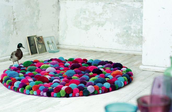 как сделать коврик из помпонов