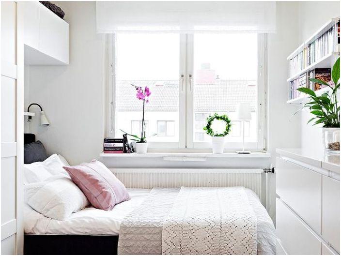 Стилен интериор на малка спалня