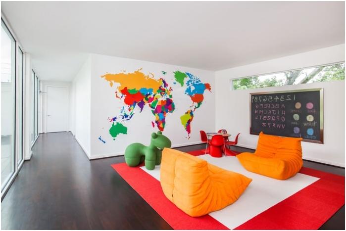 maailmankartta olohuoneen sisustuksessa