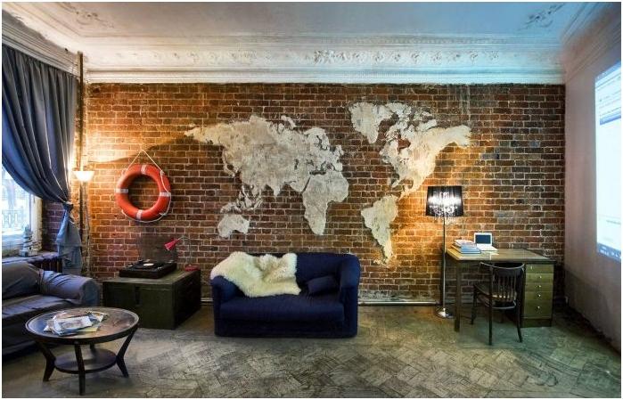 maailmankartta loft-sisustus olohuoneessa