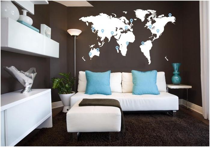 maailmankartta olohuoneen seinällä