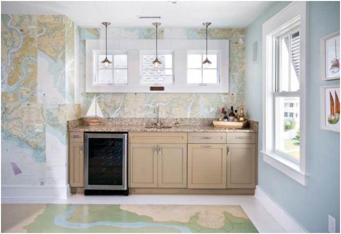 kartta keittiön seinällä