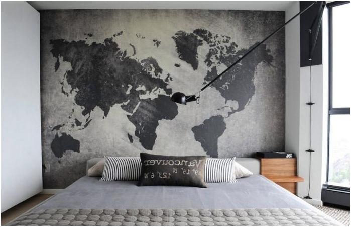 maailmankartta sängyn päässä