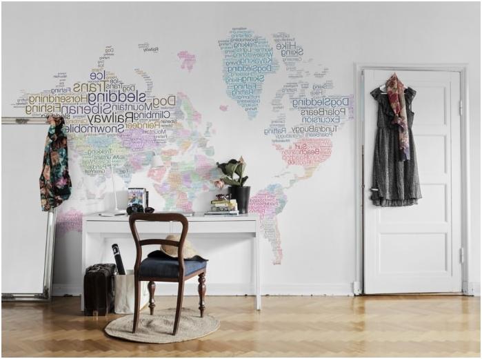 maailmankartta toimiston sisustuksessa