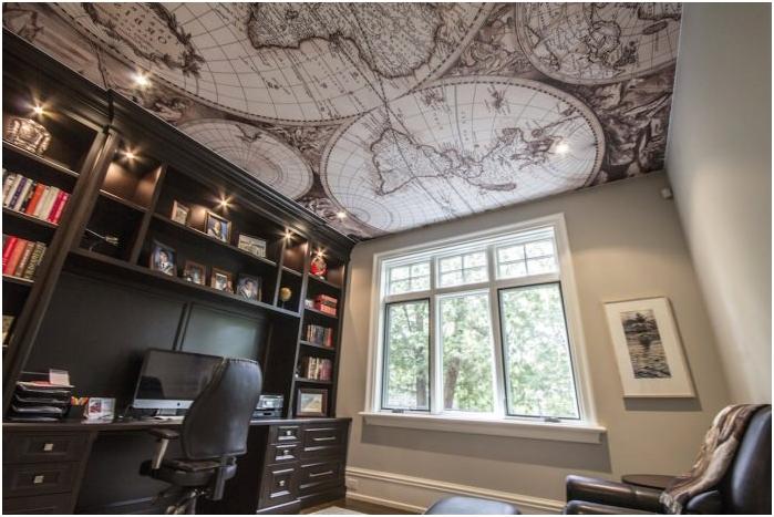 maailmankartta katolla toimistossa