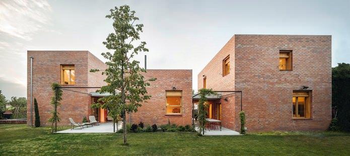 красива тухлена фасада в модерен стил