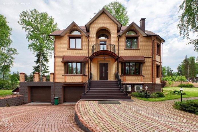 дизайн на къща от жълта тухла