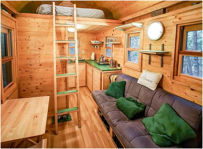 Hus i skogen med et areal på 11 kvadratmeter. meter.