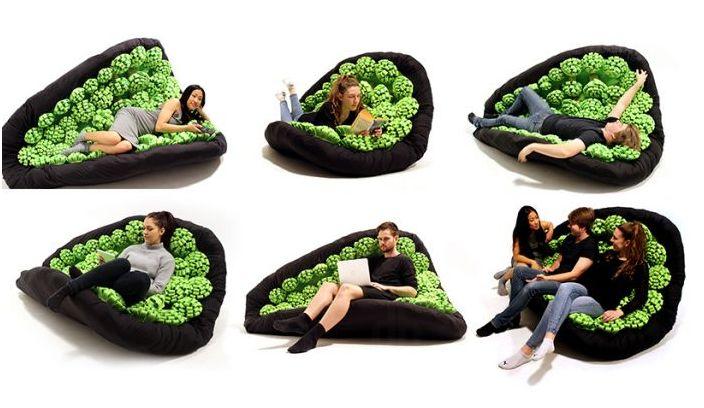 В нежната прегръдка на люлеещ се диван
