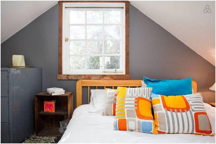 Tyylikäs sisustus pieni makuuhuone