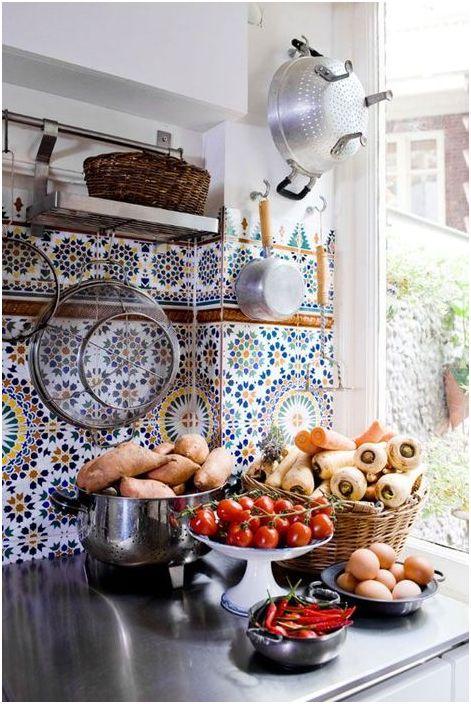 Цветни плочки в кухнята