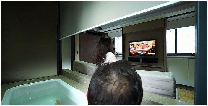 Принимать ванну можно и без водозащитной перегородки.
