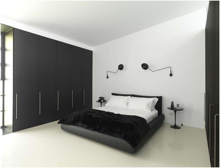 Симпатичен декор за спалня в черно и бяло с креативни тъмни лампи на главата на леглото.