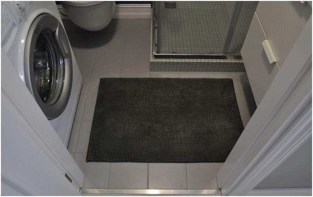 Малка баня с душ ъгъл 3 кв. м.