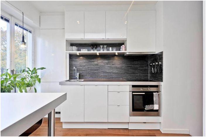 Кухненски интериор в малък апартамент