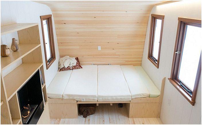 Stół rozkładany, tworząc dodatkowe miejsca do spania.