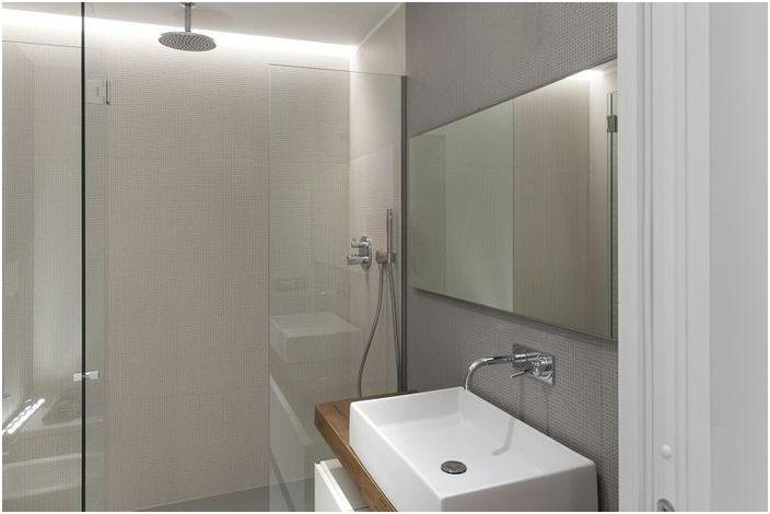 Ukryte oświetlenie w kabinie prysznicowej