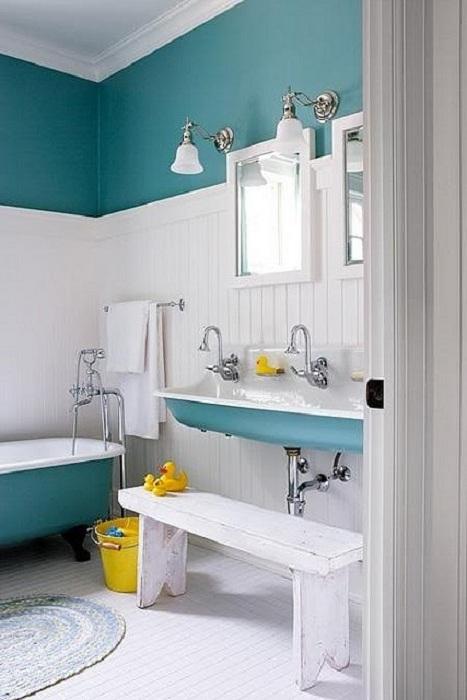 Ванная комната, оформленная с применением модного мятного оттенка, становиться настоящим произведением искусства.
